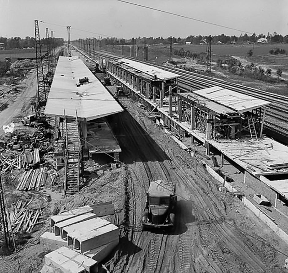 Estación de metro Víjino durante su construcción, 1966.