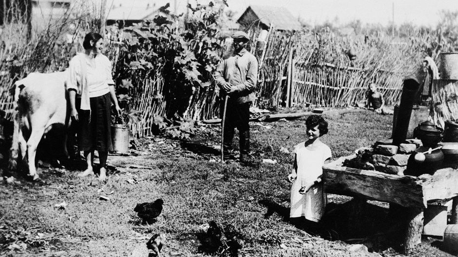 Familia de granjeros en Birobidzhán, Región Autónoma Judía.