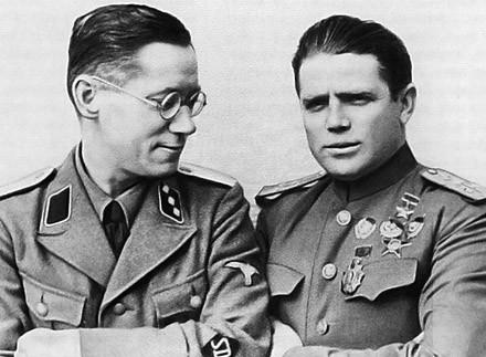 Tavrin, a la derecha, junto a uno de sus coordinadores alemanes.