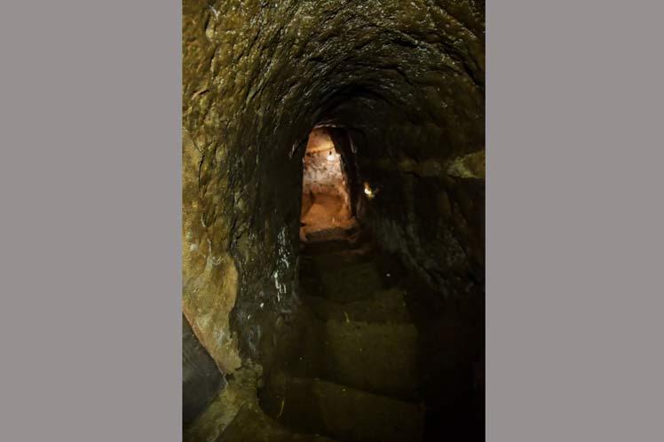 Descenso hacia el nivel más profundo 22 metros bajo tierra