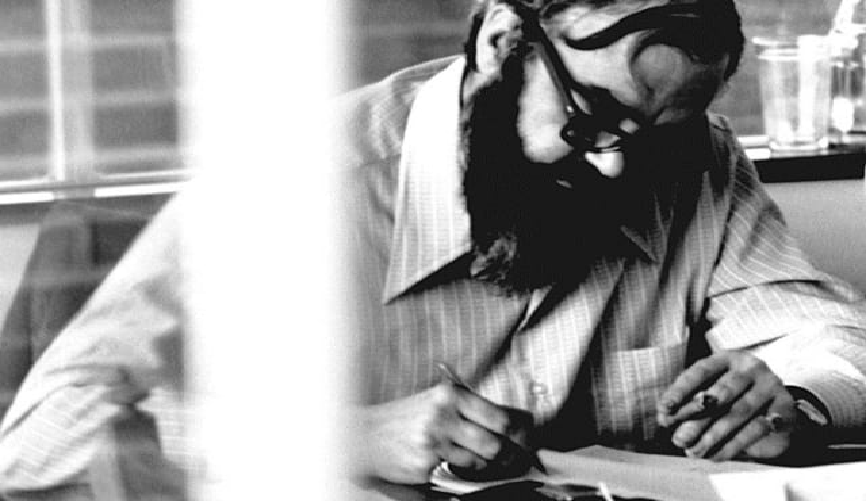 Stafford Beer, teórico británico conocido por su trabajo en la administración cibernética