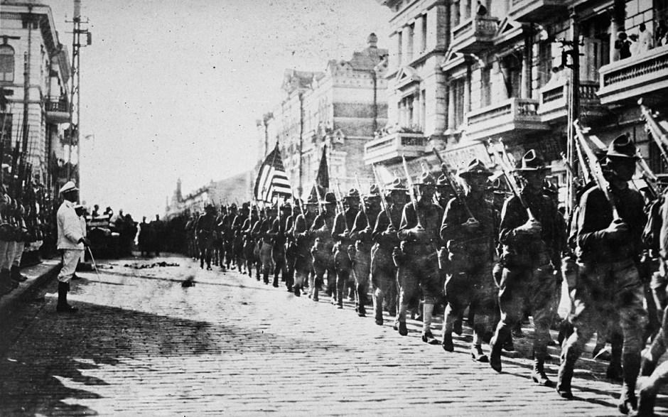 Tropas estadounidenses en Vladivostok, agosto de 1918.