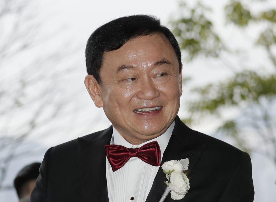El empresario y exprimer ministro tailandés Thaksin Shinawatra da bienvenida a los invitados en la boda de su hija