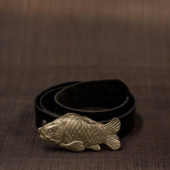 Hebilla latón en forma de pez