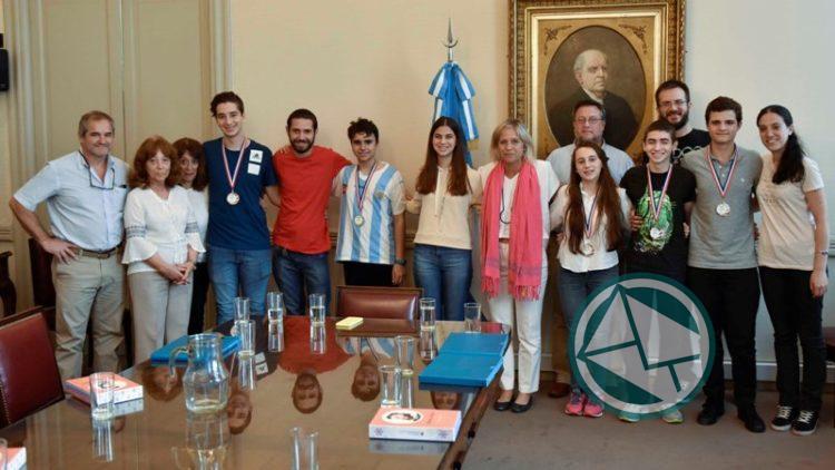 Estudiantes ganadores en Olimpiada Internacional de Ciencia visitaron el Palacio Sarmiento