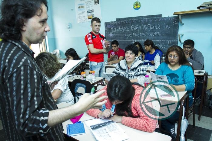 El gobierno bonaerense va por las escuelas nocturnas