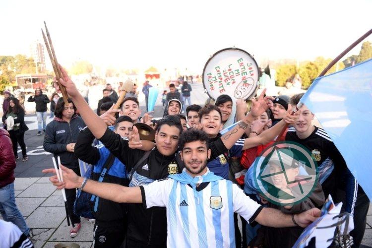 Fan Fest en Plaza Moreno: vecinos disfrutaron del debut de la Selección Argentina