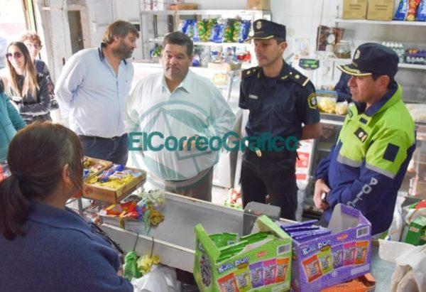 Nedela paseó por El Carmen junto a los comisarios locales 05