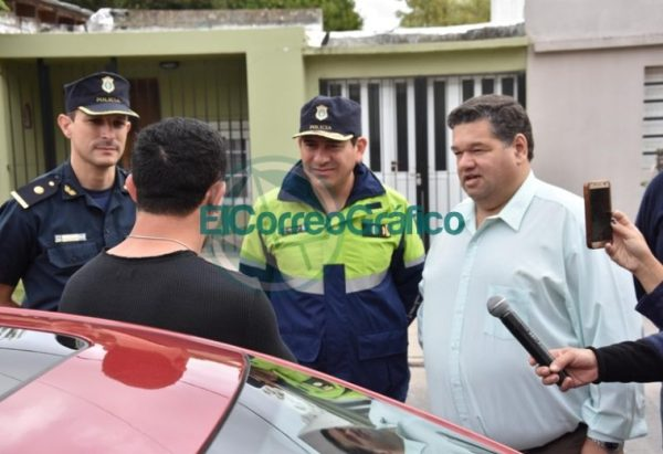 Nedela paseó por El Carmen junto a los comisarios locales 07