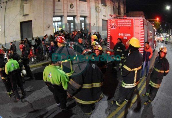 Simulacro nocturno con la participación de 600 personas en Berisso 4