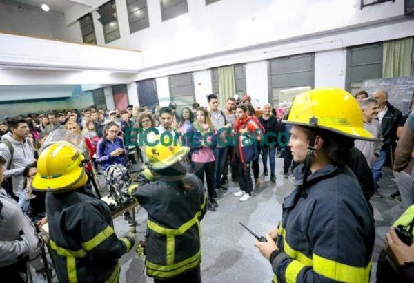 Simulacro nocturno con la participación de 600 personas en Berisso 7