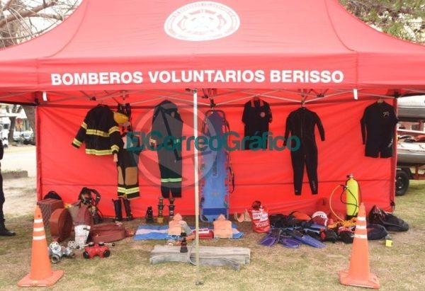 La Policía Bonaerense presentó su Muestra Itinerante en Berisso 1