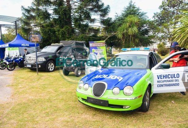La Policía Bonaerense presentó su Muestra Itinerante en Berisso 3