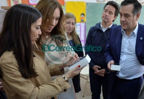 Vidal visitó una secundaria de La Mantaza por ser el establecimiento 5000 en conectividad 01