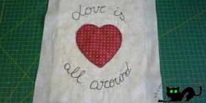 Bordado Love is all around