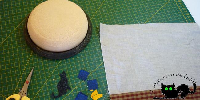 Las piezas terminadas y preparadas para aplicar y el alfiletero barnizado