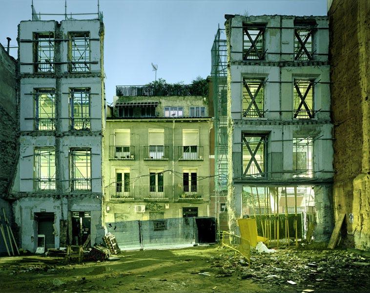 PRIMOZ BIZJAK-calle-Amparo-n19-Madrid-2007-127x156cm-de-la-serie-interiores-madrilenos