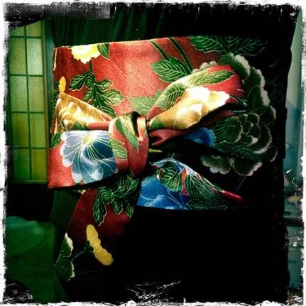 Obi de seda con peonías