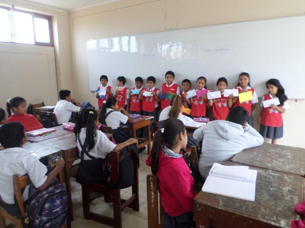 Niños intercambian y comparten sus cartas: Alumnos de primaria visitan a secundaria (1/6)