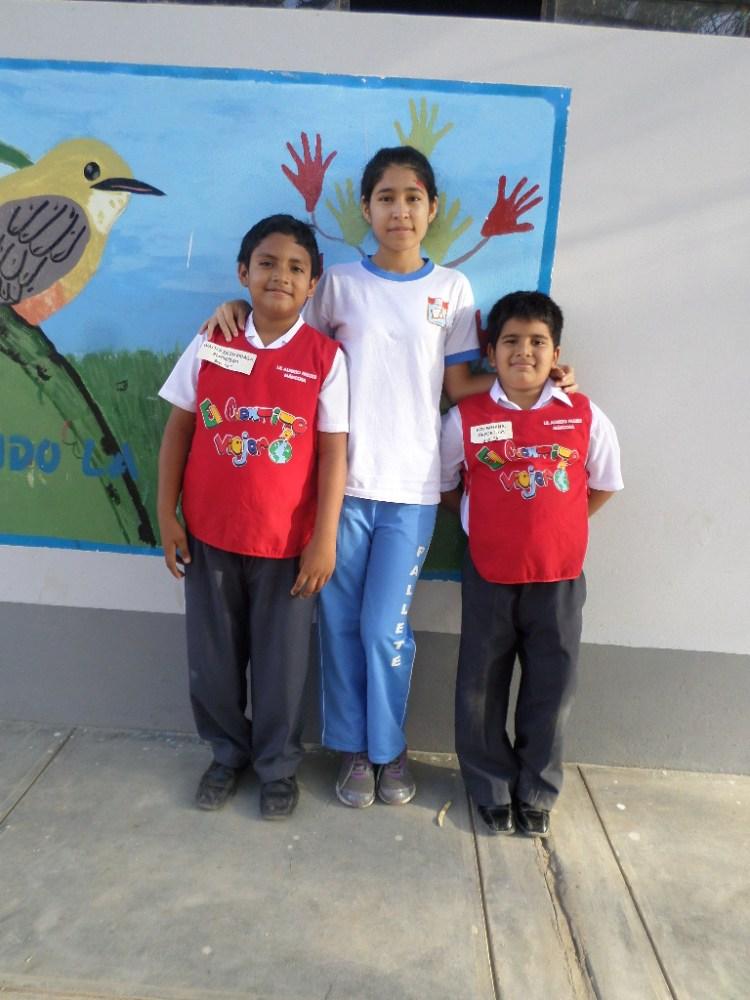 Niños intercambian y comparten sus cartas: Alumnos de primaria visitan a secundaria (5/6)