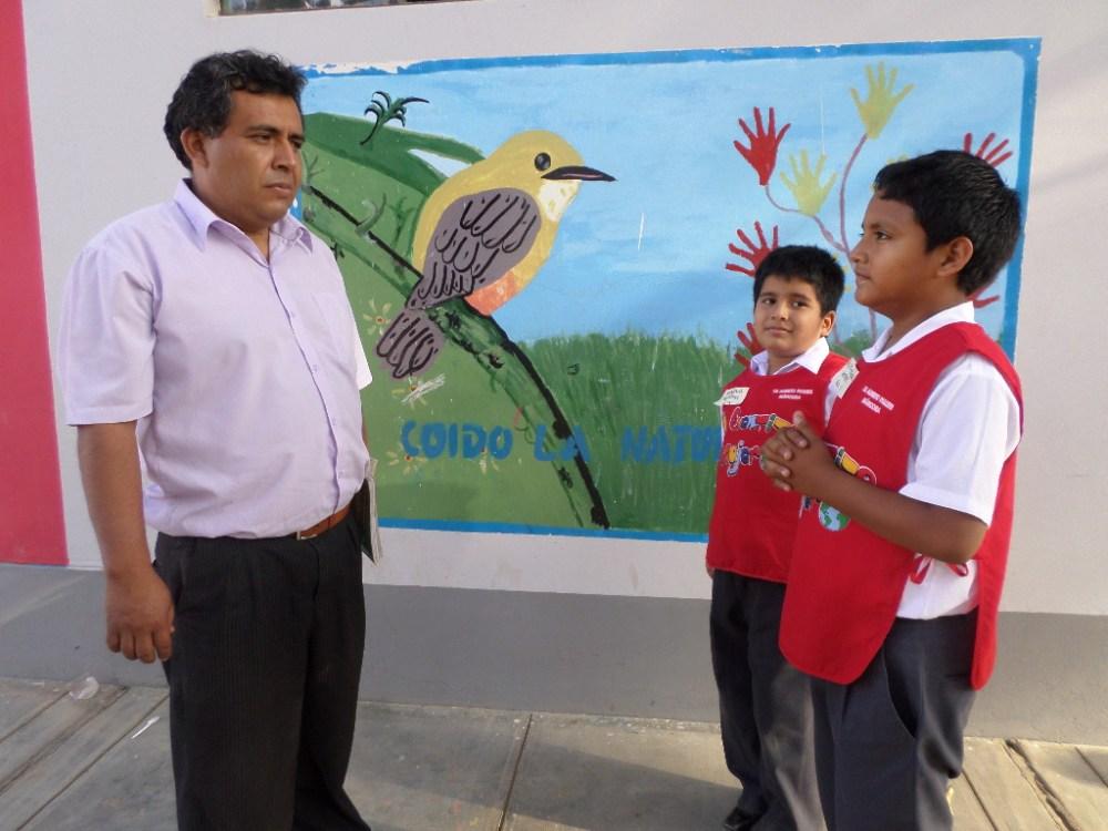 Niños intercambian y comparten sus cartas: Alumnos de primaria visitan a secundaria (6/6)