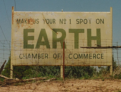 A punny sign from Earth, TX