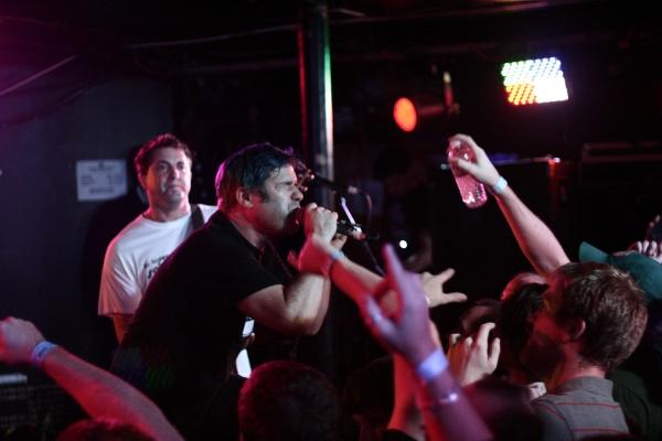 Lagwagon durante su concierto en Mideast 2012. Foto: Scott Murry.