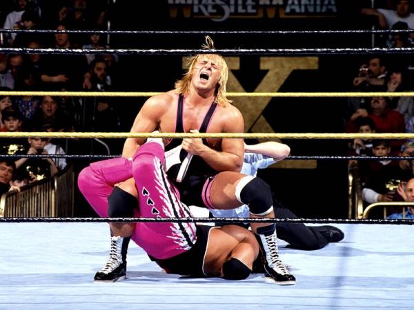 El luchador estadounidense Owen Hart falleció en el cuadrilátero.