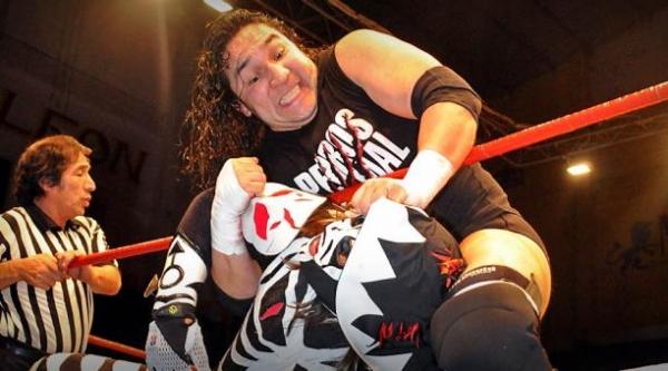 El Hijo del Perro Aguayo luchando. Foto: Facebook AAA.