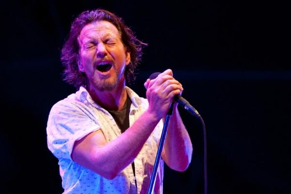 El cantante Eddie Vedder de Pearl Jam en el Music Midtown de Atlanta en 2012. Foto: Mark Runyon, ConcertTour.org.