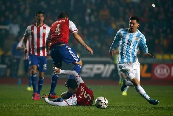 Messi, el mejor jugador de la escuadra albiceleste en la Copa América 2015 ante Paraguay. Foto: Conmebol.