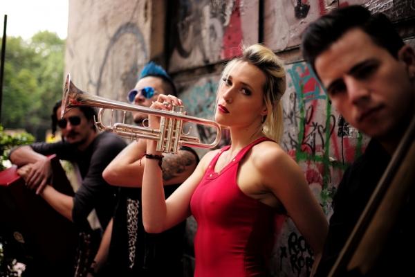 Jenny and The Mexicats será la banda encargada de cerrar el festival.