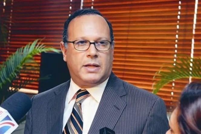 Nelson Rodríguez Monegro sostuvo que el colocar directores interinos no solucionará el gasto de los hospitales.