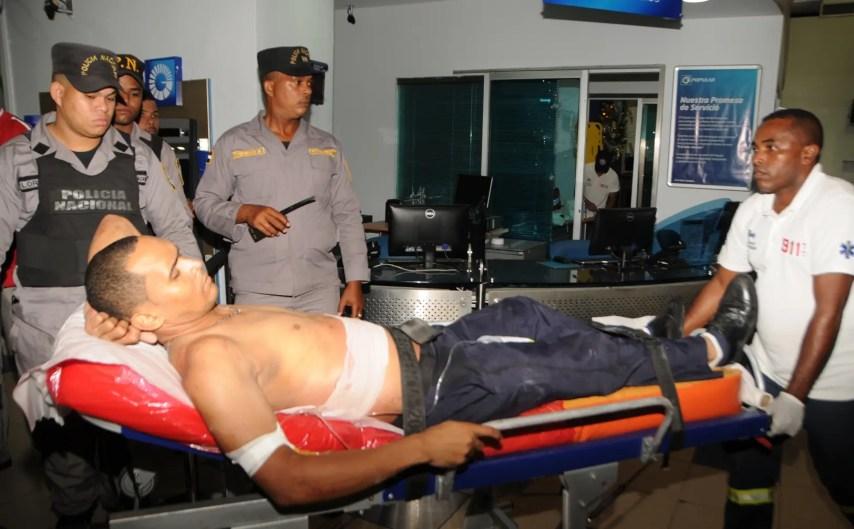 Los  vigilantes heridos de bala  por los asaltantes fueron trasladados al hospital Marcelino Vélez Santana, en Santo Domingo Oeste.