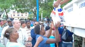 El grupo está acusado de robar y traficar con cajas de alimentos destinadas a familias pobres.
