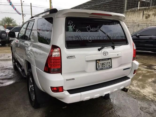 El vehículo fue comprado a un dealer en La Vega y dejado abandonado en la Máximo Gómez esquina 27 de Febrero.