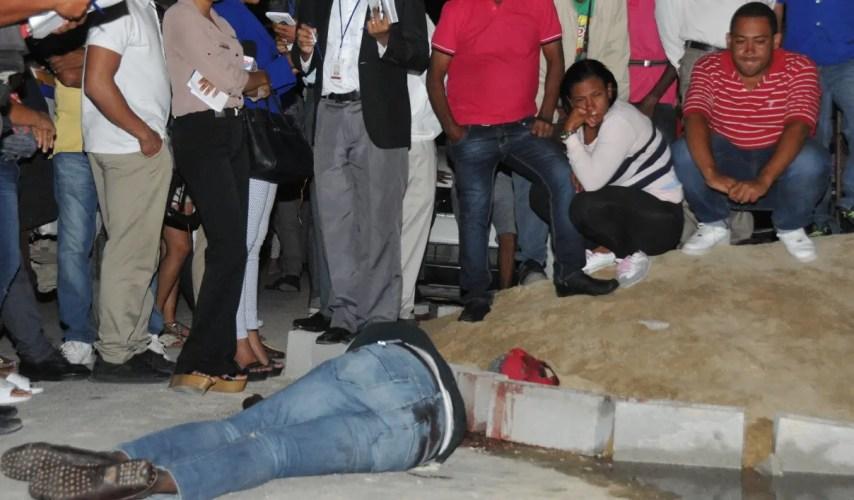 Hombre armado asesina tres adultos y un niño a balazos en los Guaricanos, Santo Domingo Norte. Foto: Alberto Calvo