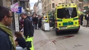 La gente que caminaba por el centro de la ciudad huyó por el pánico. Un gran número de personas resultaron heridas, agregó la agencia de inteligencia del país.