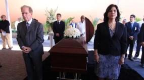Familiares, periodistas y amigos despiden con honores a don Rafael Molina Morillo. Foto: Elieser Tapia.