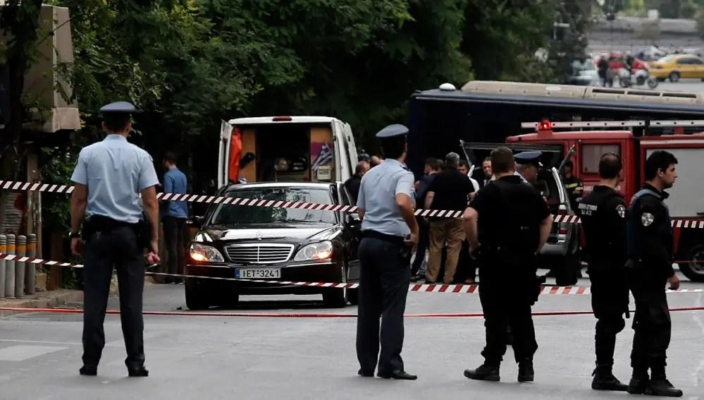 Herido el ex primer ministro de Grecia; explota su auto