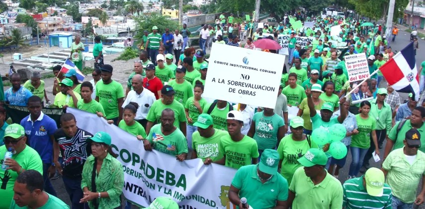 Los Verdes marcharon por Guachupita y lanzaron consignas en contra de la corrupción.