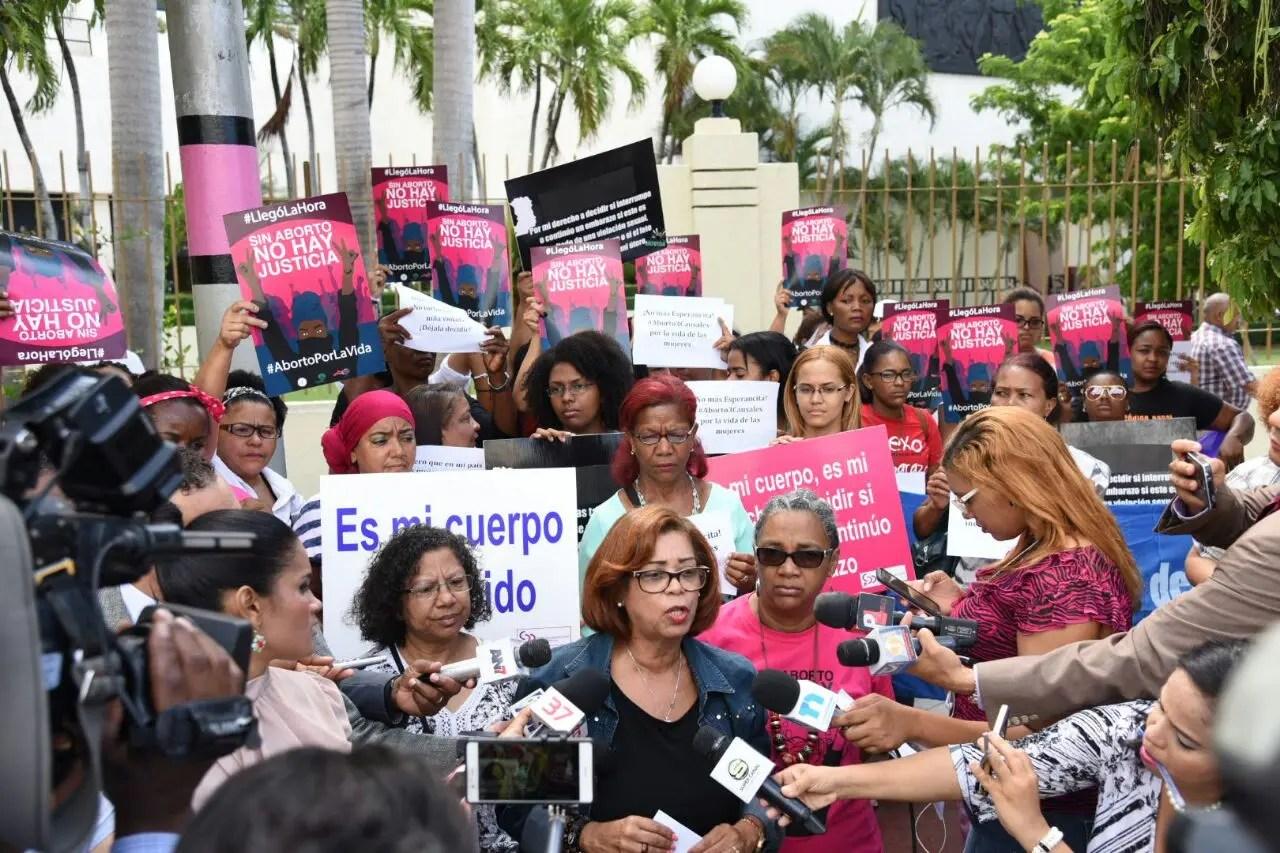Cámara de Diputados envía a comisión proyecto que penaliza el aborto