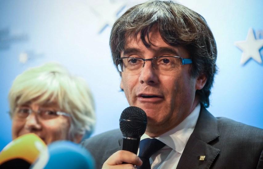 """Puigdemont denunció la """"politización de la Justicia"""" española, aseguró que hay """"ausencia de imparcialidad"""" y dijo que regresará a España """"rápidamente"""" si obtiene """"garantías"""" de un proceso justo en los tribunales."""