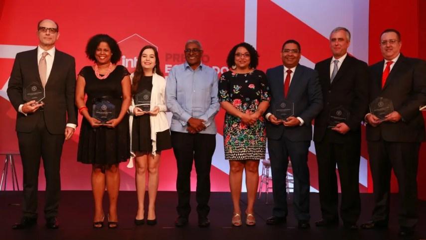 El Instituto Tecnológico de Santo Domingo (INTEC) reconoció anoche la trayectoria profesional exitosa y los aportes sobresalientes de siete de sus egresadas y egresados durante la undécima entrega del Premio Egresado Destacado 2017.