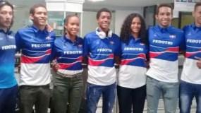 Atletas dominicanos que participarán en la IV Copa Panamericana de Triatlón.
