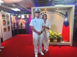 Hu Cruz An junto a su madre Ercilia Cruz.