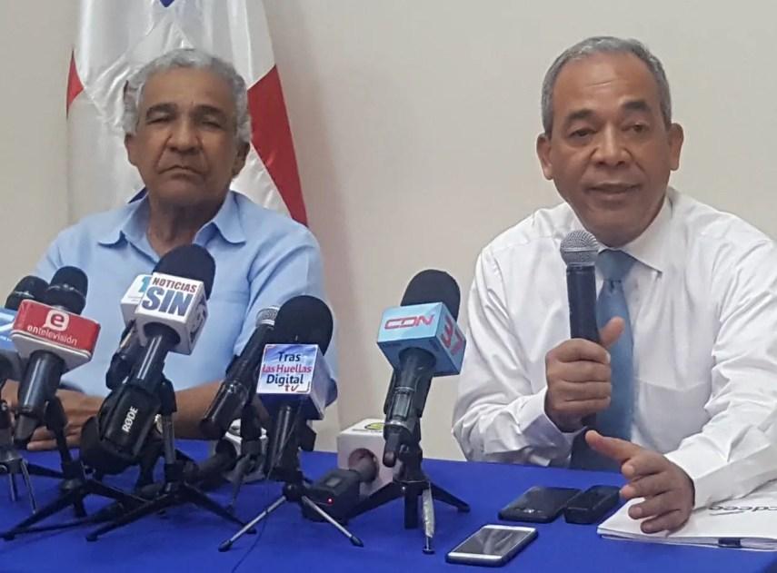 Rafael Santana, presidente del Consejo de Administración de la  CDEEE y Rubén Bichara