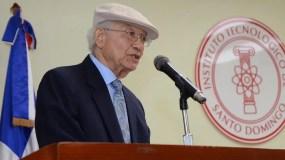 El lingüísta Manuel Matos Moquete durante la presentación de su obra.
