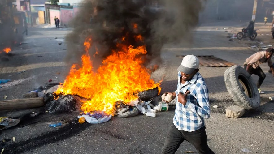 La huelga de dos días convocada por los gremios del transporte se produce luego de los violentos disturbios registrados el fin de semana contra el anuncio del gobierno de que incrementaría a partir del 7 de julio entre 38% y 51% las tarifas de los combustibles.