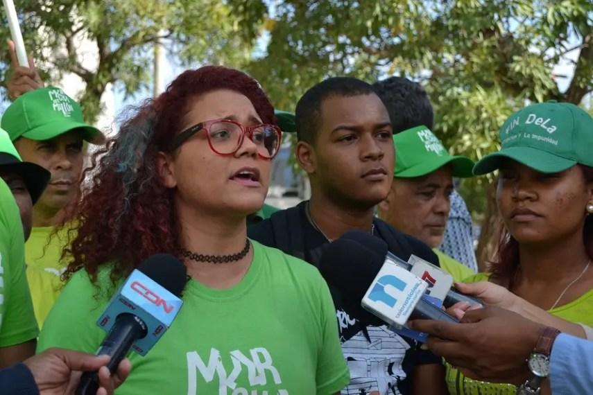 Jordania Ureña, junto a otros jóvenes de Marcha Verde.